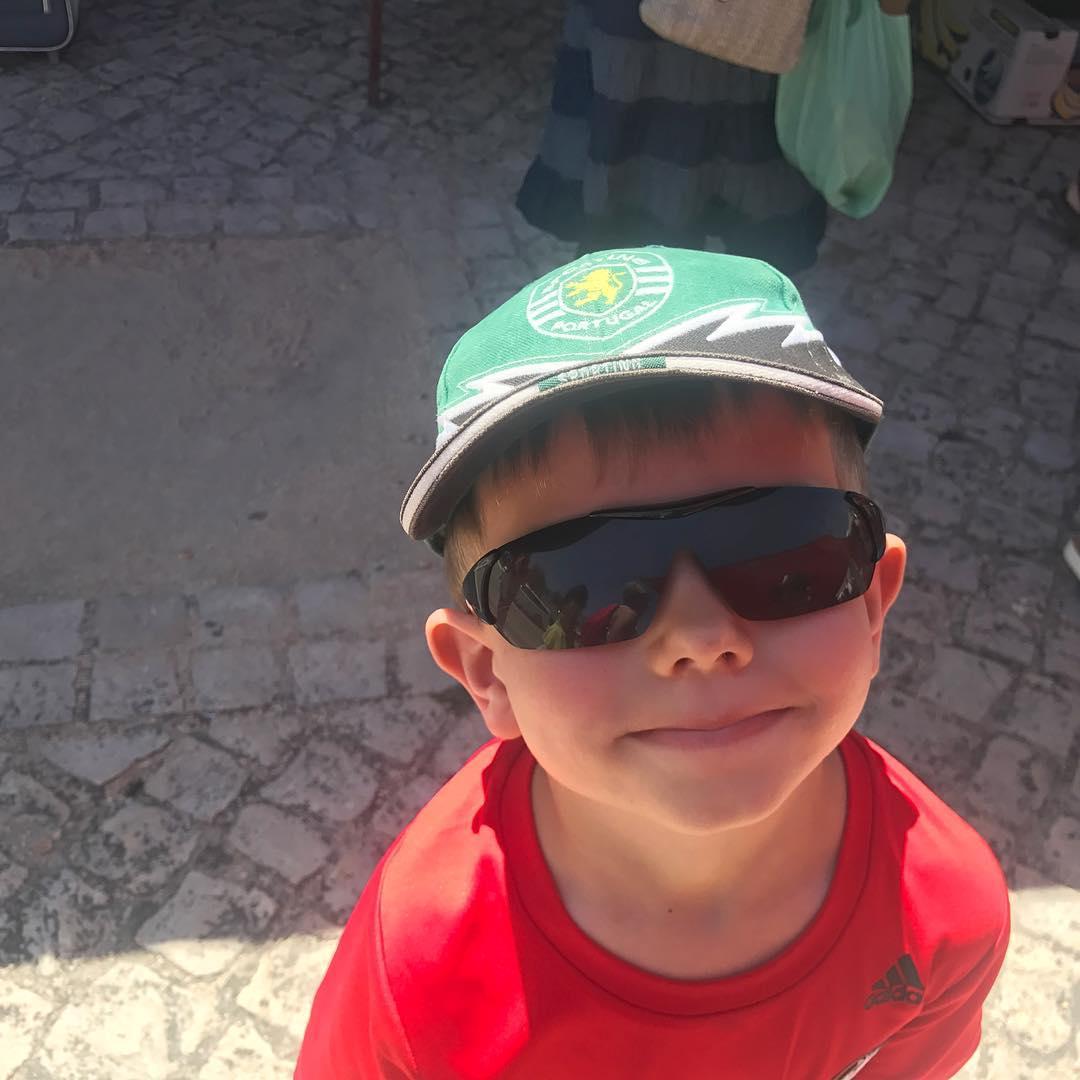 Maxi's new SCP hat. Thanks Tia São.