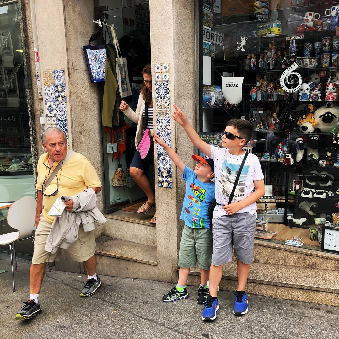 Xavier and Maxi trolling tourists.  They point and make everyone look.  I fell for it.