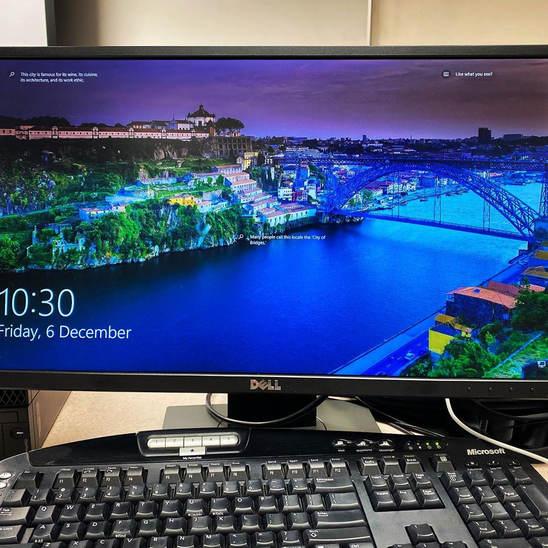 Looks familiar.  My desktop at the University of Alberta this morning has the Dom Luís Bridge.