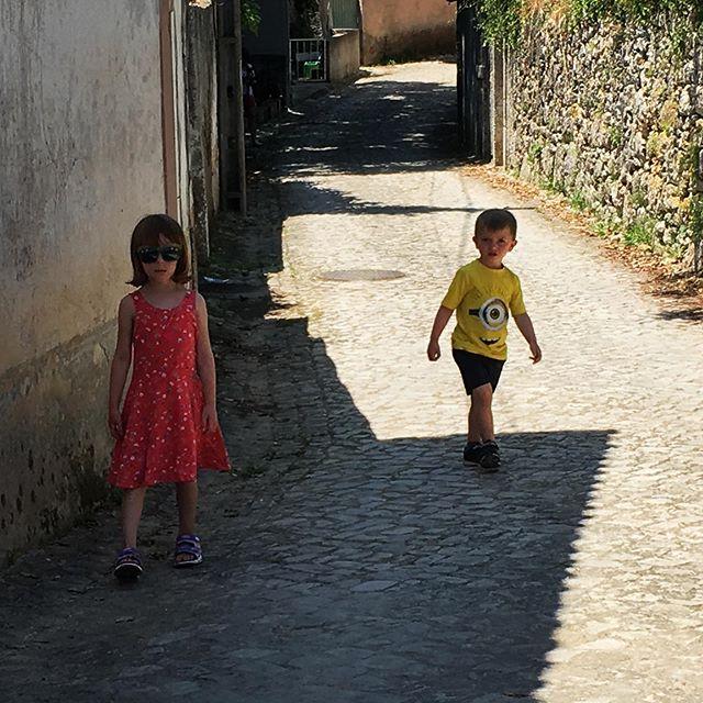 4 years ago, Carmen and Maxi find shade in Condeixa-a-Velha.