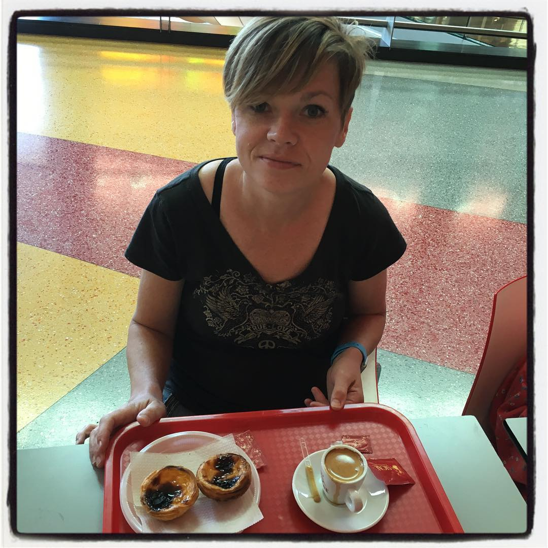 Pam and her pasteis de nata.